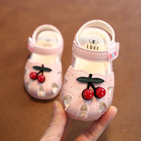 Giá bán [HCM]giày trẻ em trái cherry chống trượt êm chân bé BT02