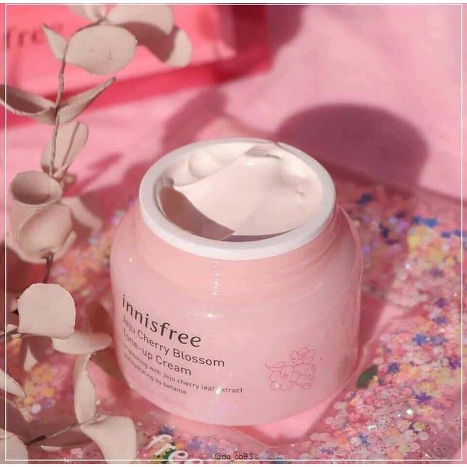 Kem Dưỡng Trắng Da Nâng Tone Tức Thì Innisfree Jeju Cherry Blossom Tone Up Cream