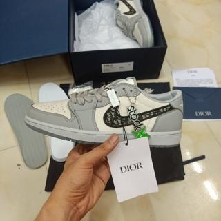 Có sẵn Giày Jordan 1 Dior Xám Cổ Thấp thumbnail