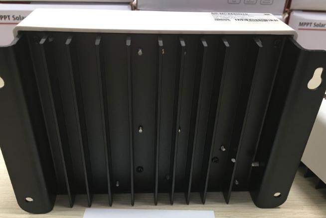 Sạc MPPT SRNE 12-24V 20A Kết Nối Điện Thoại (OPTION)