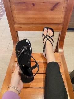 Dép sandal , dép nữ thời trang siêu hot thích hợp đi chơi dạo phố. thumbnail