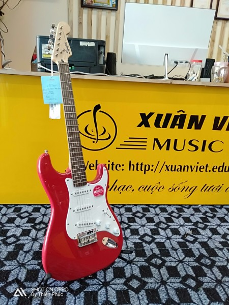 Guitar điện Squier Stratocaster Đỏ