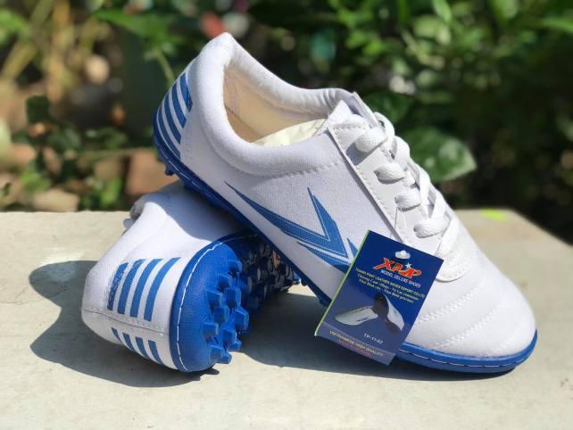Giày đá bóng Thành Phát TP1102, giá rẻ, chất lượng cao; size 38-43 (màu trắng) giá rẻ