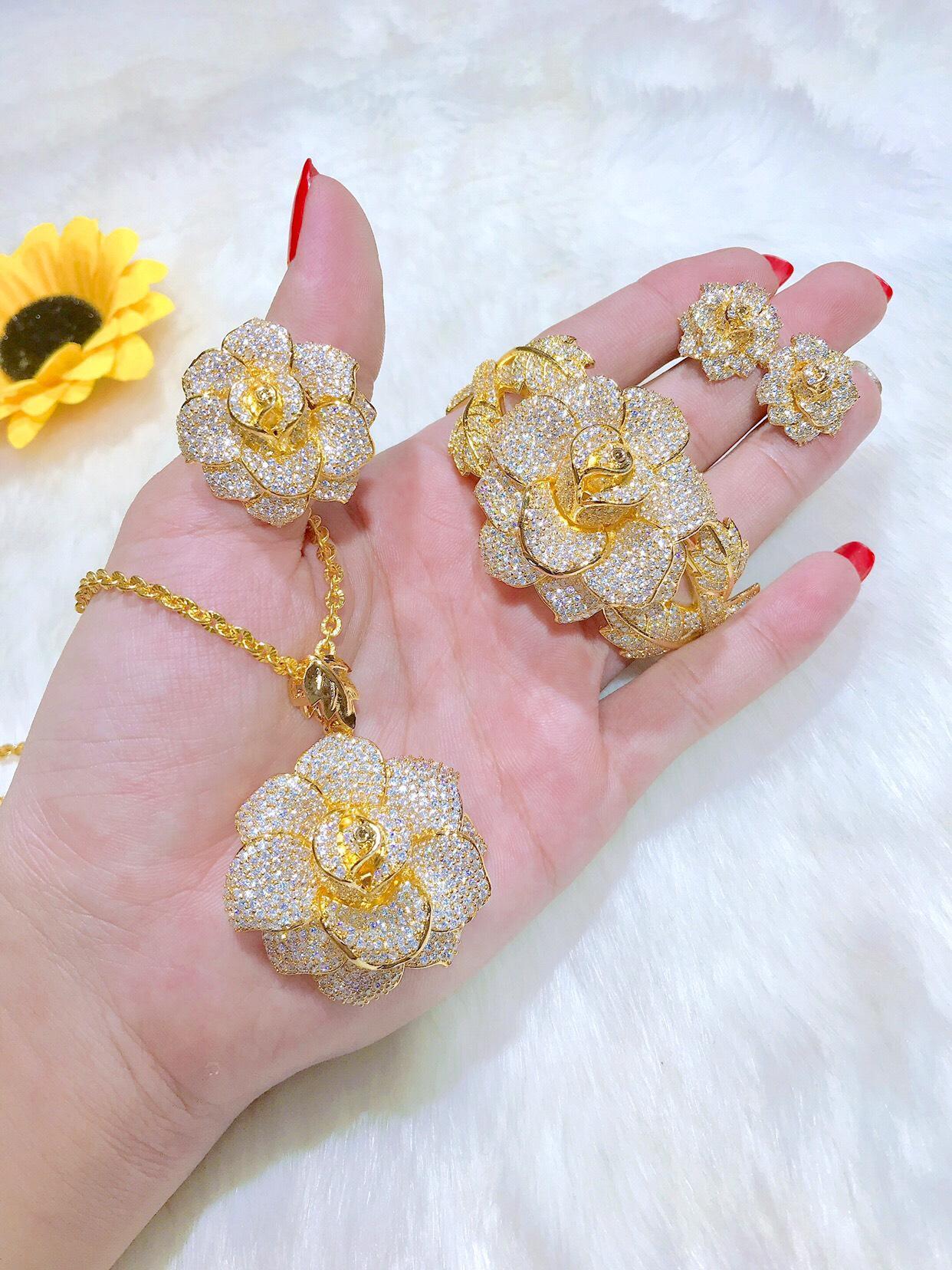 [Bộ Trang Sức Hoa Phong Lan - Bền Màu, Cam Kết Không Đen] Thiết Kế Sang Trọng Phù Hợp Với Mọi Lứa Tuổi, Đặc Biết Giống Vàng 99% - Givi - VB4260560 bộ trang sức vàng tây đẹp , các bộ trang sức đẹp , mẫu bộ trang sức đẹp , những bộ nữ