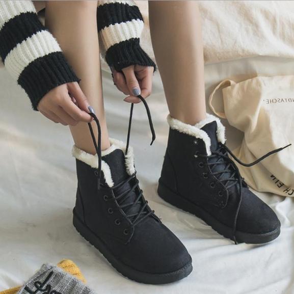 Boot nữ cao cổ - Bốt nữ lót lông đi du lịch ấm áp - Boots mùa đông buộc dây trẻ trung - Bốt nữ đẹp - Thuyleo giá rẻ