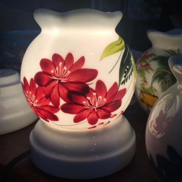 Đèn xông tinh dầu size mini có tặng kèm bóng