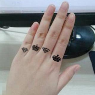 Hình xăm dán tatoo vương miện nhỏ kích thước 6 x 10 cm - miếng dán hình xăm đẹp dành cho nữ thumbnail