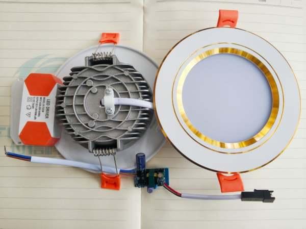Đèn Led Âm Trần 3 màu 7w Cao cấp đế đúc . Ánh sáng: 3 chế độ ánh sáng trắng – vàng – trung tính