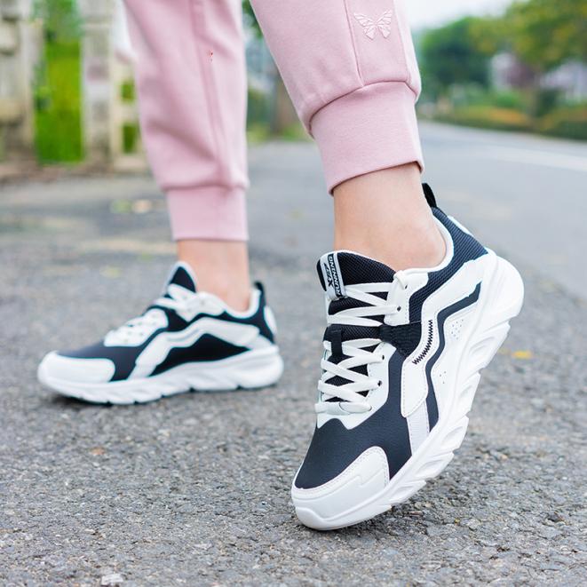 Xtep Giày Chạy Bộ Nữ Giày Thể Thao Technology 980318110690 giá rẻ