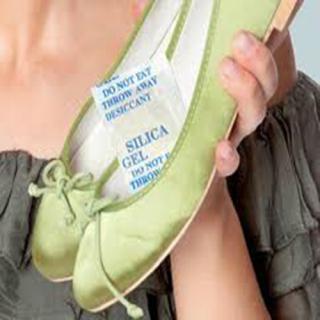 [COMBO 5 GÓI] Gói túi hút ẩm giày dép, Hút ẩm, chống hôi, chống mốc, bảo vệ giày da, dép da. QUÀ TẶNG khi mua 5 hộp giày thumbnail