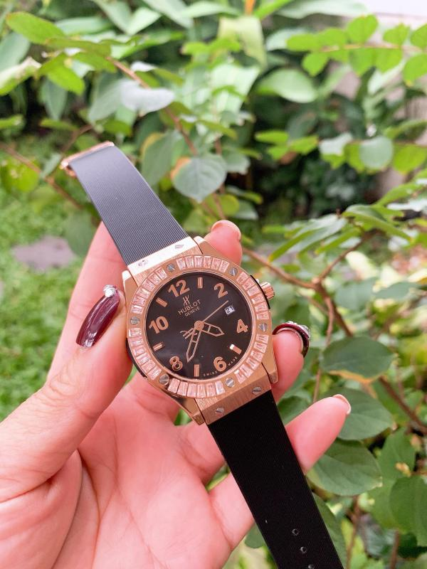 Nơi bán Đồng hồ nữ MHHB14 hulot viền đính hạt - dây cao su màu đen - black mặt cọc kim - size 34mm