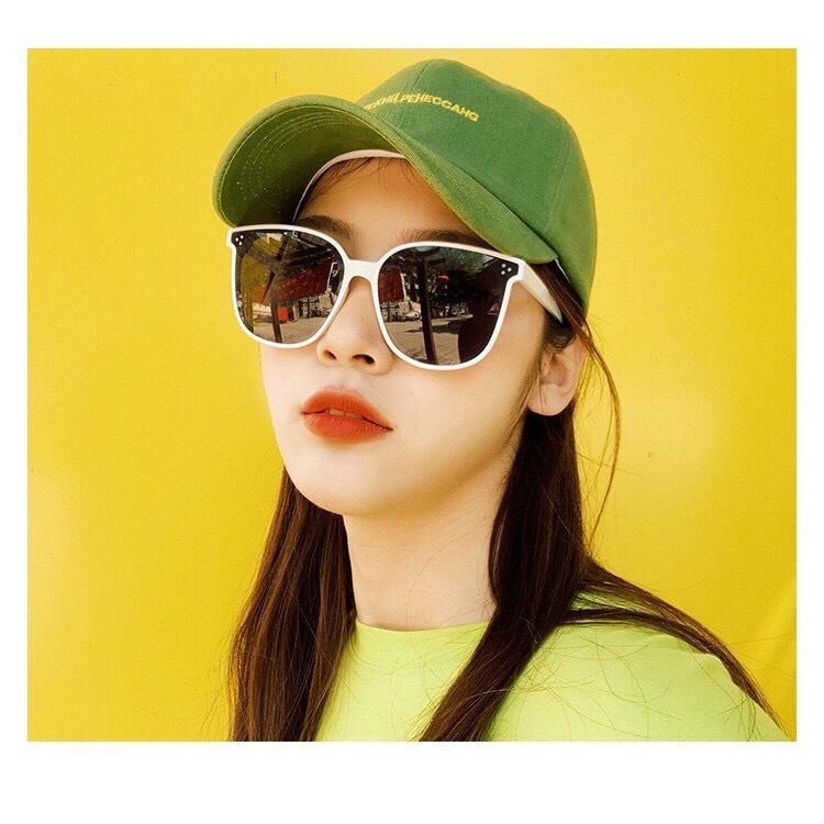 Siêu Tiết Kiệm Khi Mua Kính Mát Thời Trang Nam Nữ GM Họa Tiết đinh Thời Trang Hàn Quốc 2020 - Kính Râm Unisex 4 Young Store 006