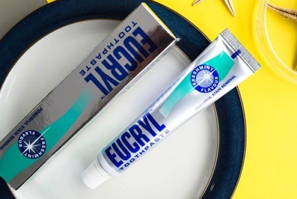 1 Cây Kem đánh răng mỹ Eucryl
