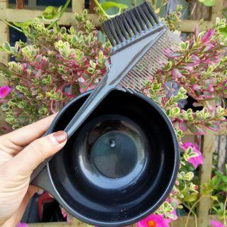 bát và lược nhuộm tóc thumbnail