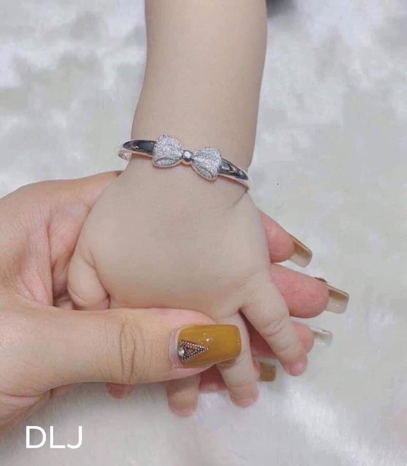 Giá bán lắc tay nơ bằng Bạc cao cấp cho Bé yêu