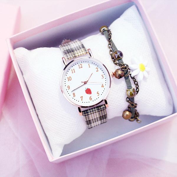 Nơi bán Đồng hồ quartz thời trang nữ Strawberry B147, Mặt tròn số, dây caro cực xinh, phong cách Hàn Quốc, chống nước sinh hoạt