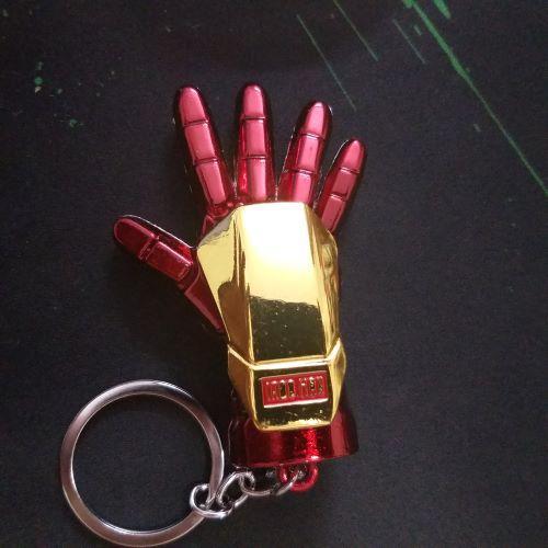 Móc khóa bàn tay người sắt iron men.