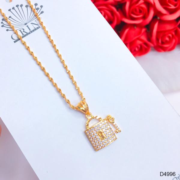 Dây chuyền nữ dạng xoắn mặt ổ khóa chìa đính đá thiết kế cao cấp Orin D4996