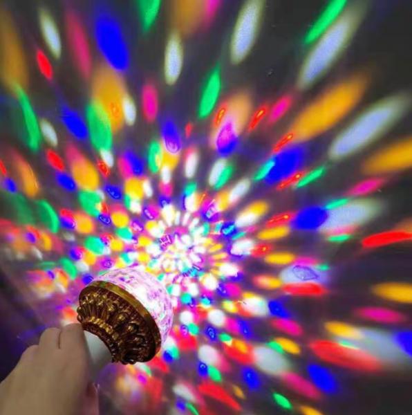Đèn led Xoay 7 màu, đèn chớp 7 màu, đèn trang trí, đèn Led karaoke,Đèn Led Vũ Trường, Bar, Sân Khấu 7 Màu Xoay + Kèm chuôi đèn có con tắc