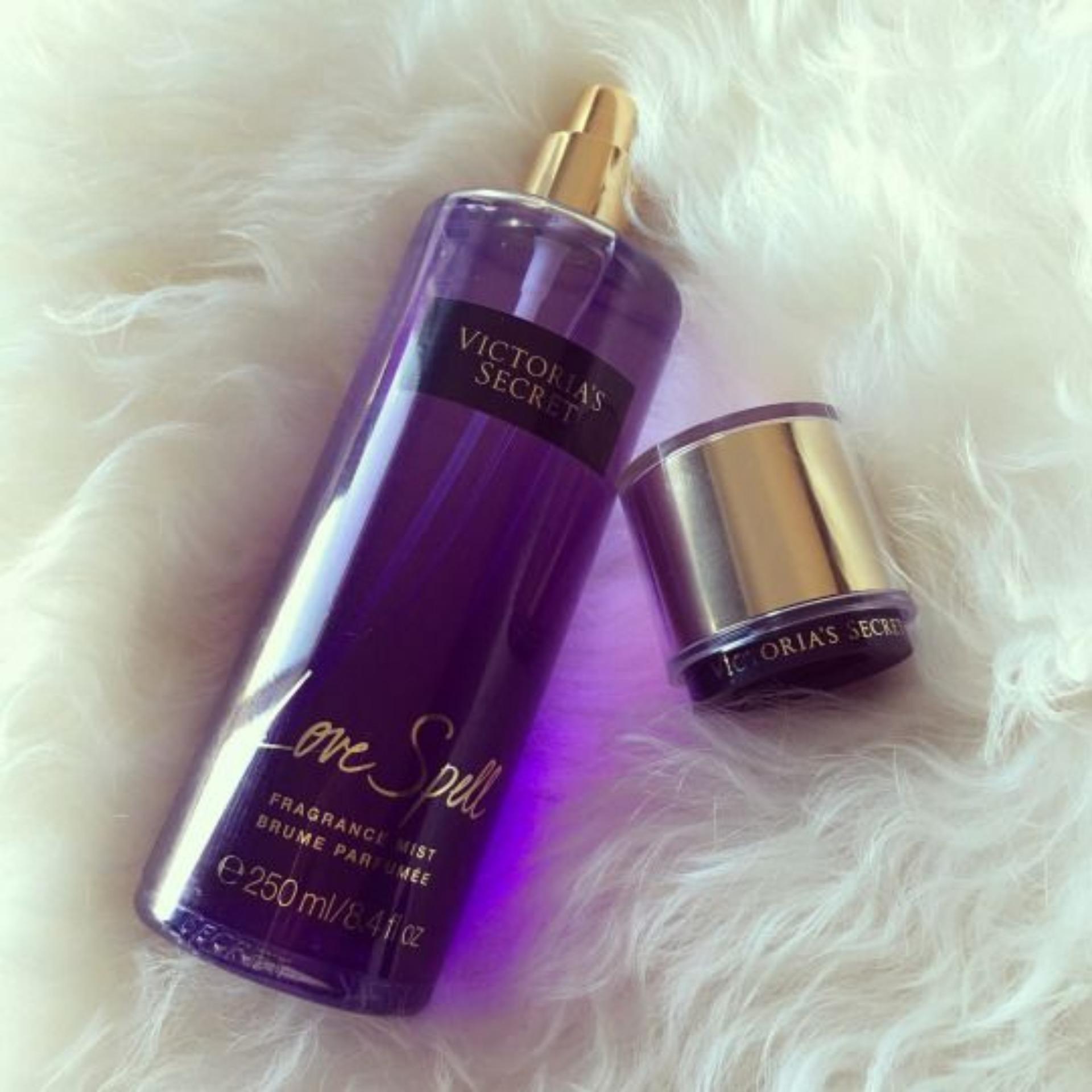 Xịt thơm toàn thân Victoria Secret 250ml Mùi Love Spell