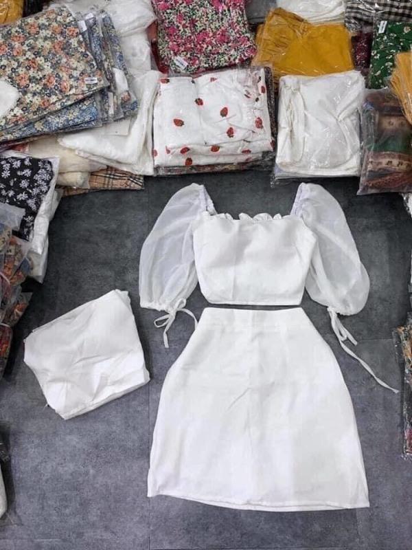 Sét Bộ Chân Váy + Áo Croptop Cổ Vuông