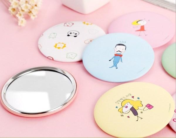 Gương trang điểm cầm tay mini bỏ túi cô gái Nhật Bản hoạt hình