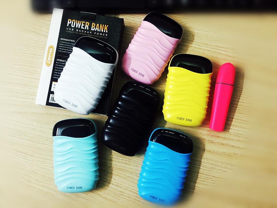 Pin sạc dự phòng que kem đa sắc màu 8000mAh , phong cách thiết kế  sóng, 2 cổng USB2.0A sạc nhanh, màu LED hiển thị kỹ thuật số