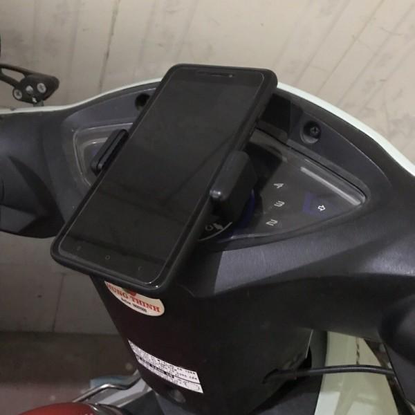 Kẹp điện thoại gắn đồng hồ xe máy siêu chắc