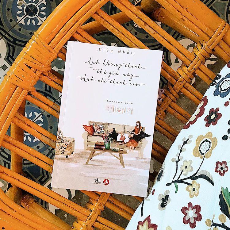 Mua Anh Không Thích Thế Giới Này, Anh Chỉ Thích Em + Tặng Kèm Bookmark Cổ Trang Cực Hót ( Loại Xịn )
