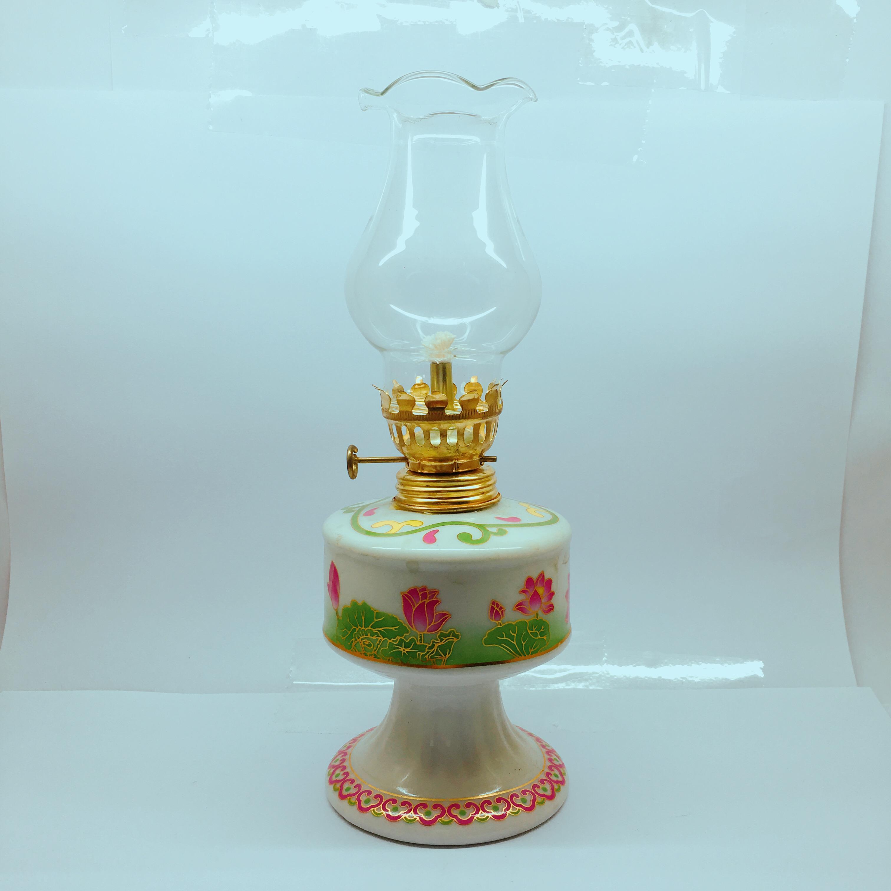 Đèn dầu sứ họa tiết hoa sen 18CM
