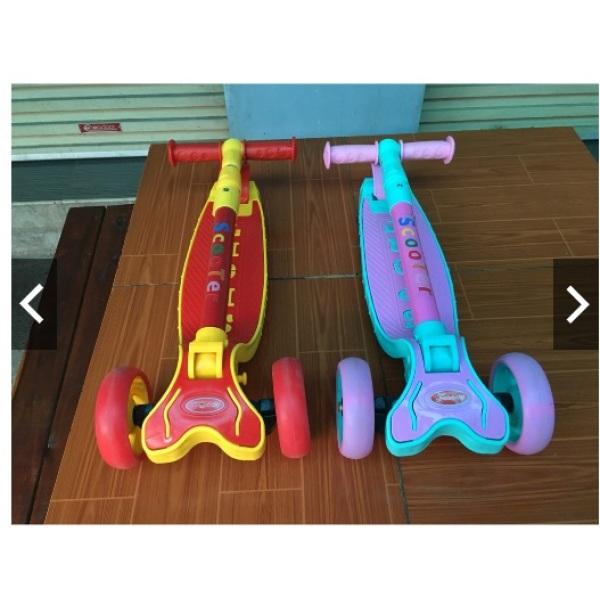 Giá bán Xe trượt Scooter mẫu mới 2020 hàng Cao cấp có giảm xóc + phanh chân + đèn