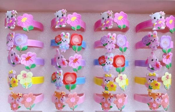 Giá bán Vòng tay nhũ kim tuyến phối hợp hình bông hoa và hình những con thú xinh xắn ngộ nghĩnh cho bé gái
