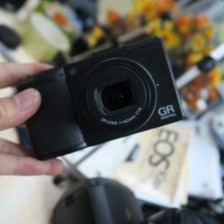 Máy ảnh Ricoh GR Digital III máy ảnh đường phố thumbnail