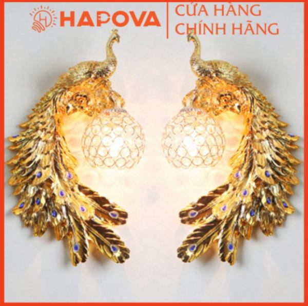 Bảng giá Bộ 02 Đèn hắt gắn tường trang trí kiểu chim công HAPOVA 6222. Công vàng giúp tạo điểm nhấn trong không gian ngôi nhà bạn.