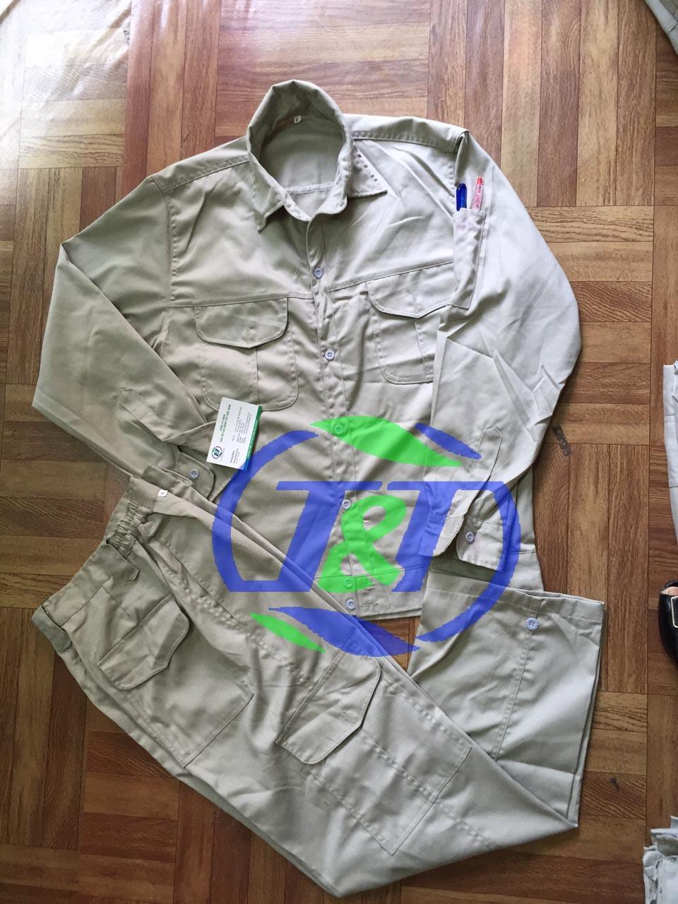 Quần áo bảo hộ ghi túi hộp size L