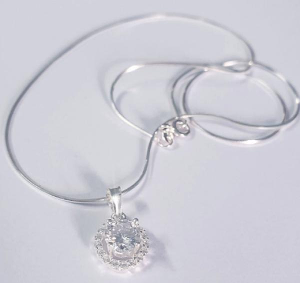 Bộ dây chuyền+mặt đính đá được làm từ bạc ý 925 ,kiểu đơn giản đẹp