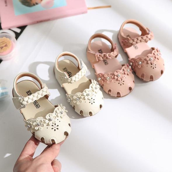 Giày tập đi em bé bông hoa đế mềm ( 258 ), chất liệu cao cấp, bền, nhẹ, mềm mại và êm chân, thiết kế tinh tế, di chuyển dễ dàng và thoải mái giá rẻ