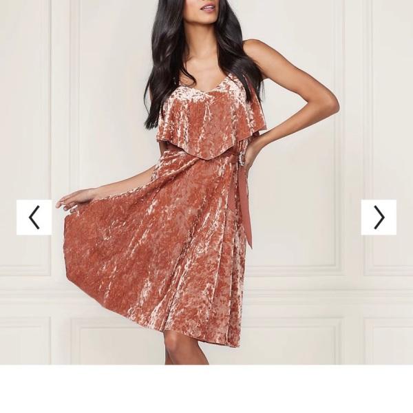 Đầm nhung Zara