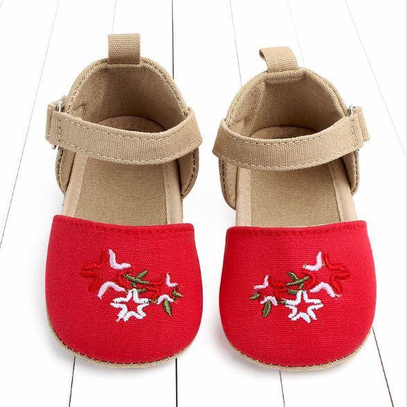 Giày tập đi thêu hoa đỏ cho bé gái diện Noel và tết