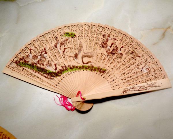 Quạt gỗ chạm khắc họa tiết hoa văn-nhiều mẫu