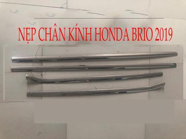 NẸP CHÂN KÍNH INOX HONDA BRIO 2019