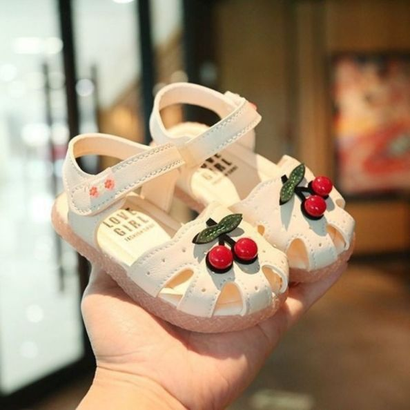 Giày bít mũi sandal tập đi cho bé hình cherry giá rẻ