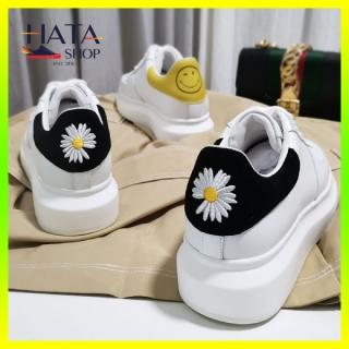 (Da cao cấp) Giày thể thao nam nữ chất liệu da cao cấp Hatashop thêu hoa cúc dây bản to, gót nhung hàng VNXK Hot Trend 2021, giày sneaker độn đế tăng chiều cao phong cách trẻ trung mang siêu êm, siêu nhẹ thumbnail