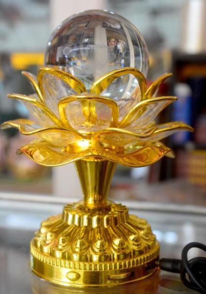Đèn sen điện cầu thủy tinh cài tiếng Niệm Phật tụng kinh