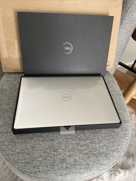 Brand New Dell XPS 13 7390 i7-10710U 512GB SSD 16GB RAM Platinum silver Windows 10 Pro