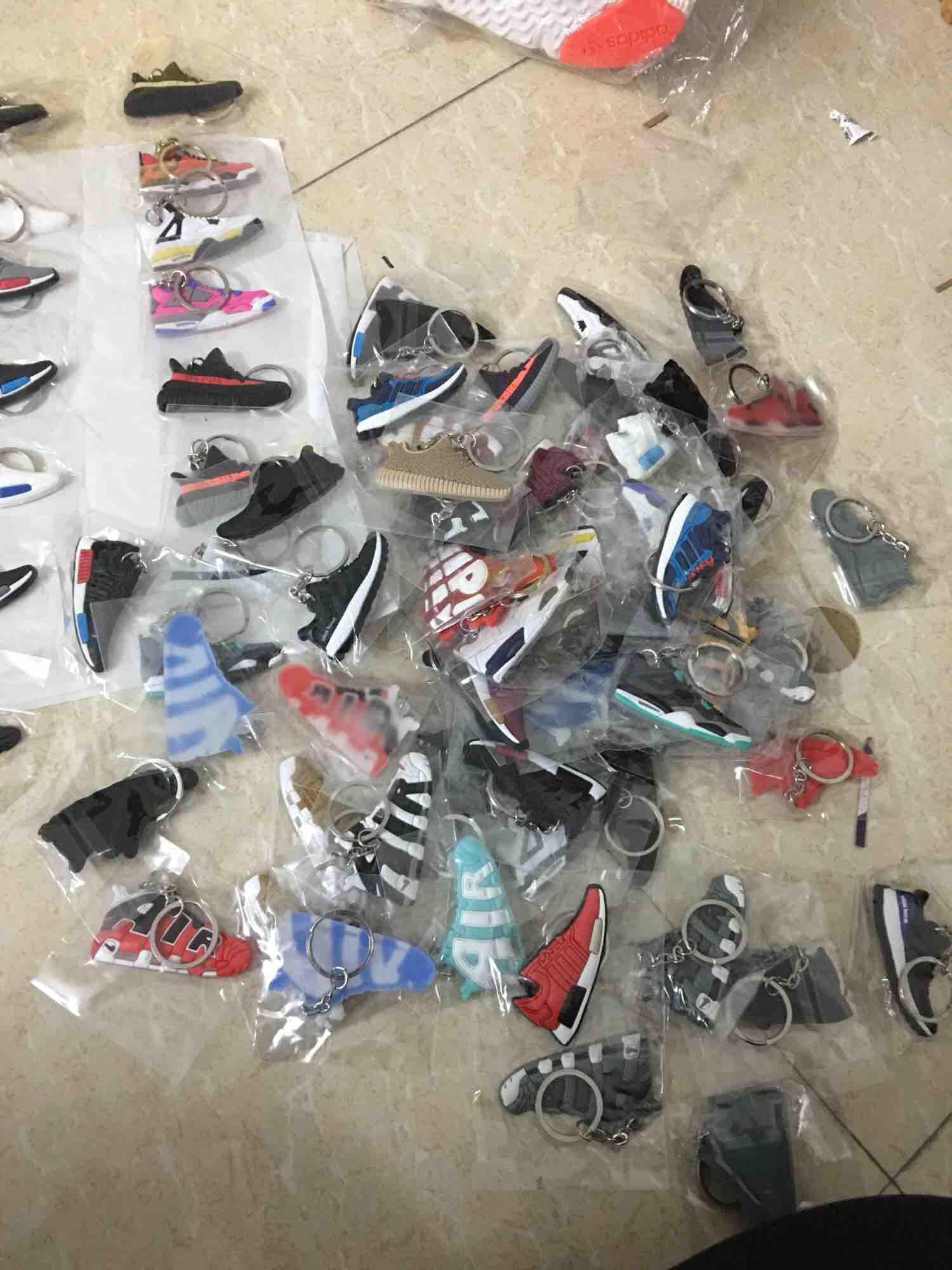Combo chọn 2 móc khoá hình giày sneaker thời trang