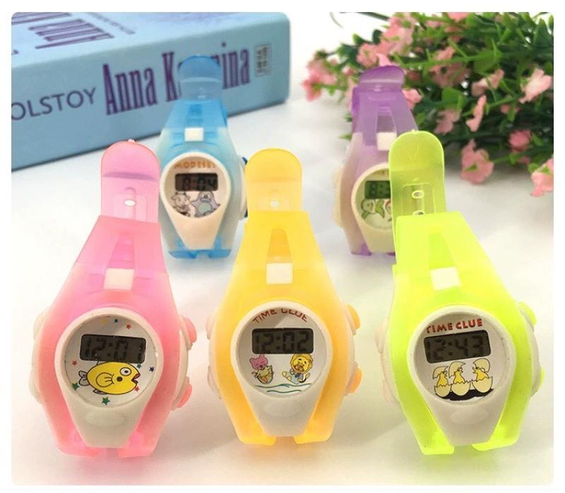 Giá bán (Màu ngẫu nhiên) Đồng hồ điện tử trẻ em dây nhựa dẻo N4