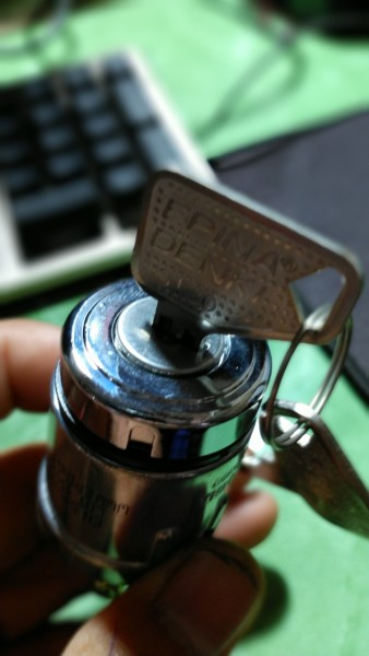 Ỗ khóa đề 3 chân sử dụng để chế đồ hoặc thay thế phụ tùng