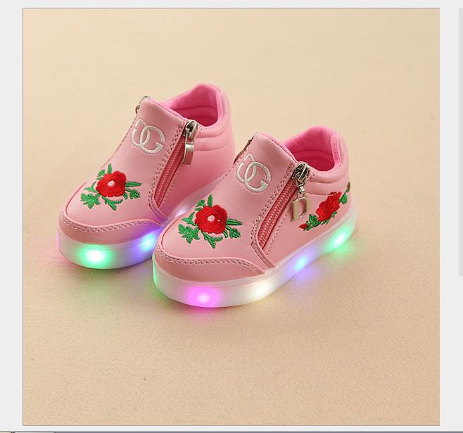 Giá bán Giày cao cổ gắn đèn led cho bé gái