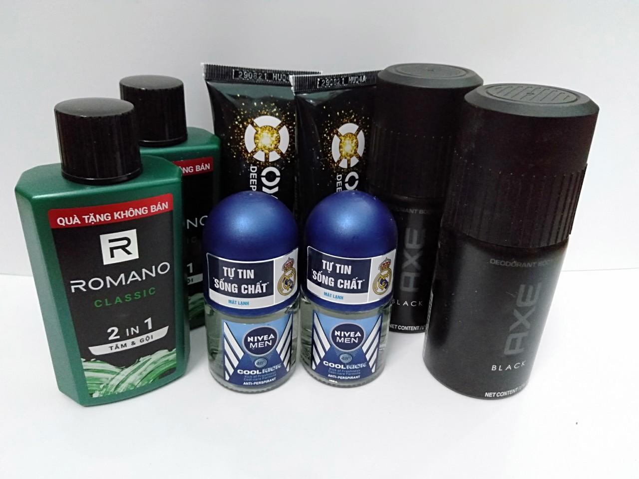 Trọn bộ dành cho nam giới 8 món gồm: 2 Chai dầu tắm gội hương nước hoa Romano 2in1 60g + 2 Chai xịt khử mùi Axe 50ml + 2 Chai lăn khử mùi Nivea for men 12ml + Tặng 2 Tuýp rửa mặt Oxy 25g